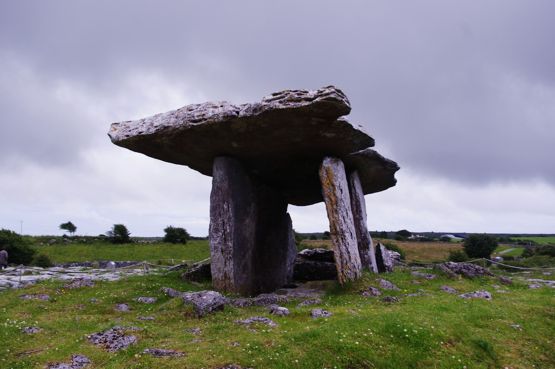 poulnabrone dolmen co kerry